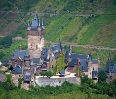 The majestic Cochem Castle: exciting history in the charming Moselle landscapes Beautiful Castles, Beautiful Places, Cairo Citadel, Valley Landscape, Tourist Office, Tourist Board, Cultural Capital, Germany Castles, Medieval Castle