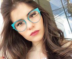 35e018fe0 brunette Cabelo Maquilhagem, Óculos Gatinho, Óculos De Sol Feminino,  Armações De Óculos,