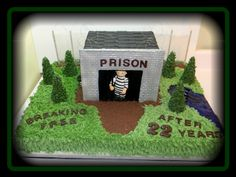 Prison Guard Retirement Cake A funny cake a customer wanted for her husband retiring as a prison guard from prison Retirement Cakes, Retirement Parties, Retirement Ideas, Happy Retirement, Retirement Quotes, Retirement Countdown, Funny Cake, Homemade 3d Printer, Videos