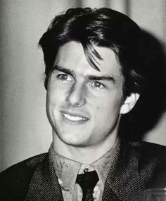 Proof That Tom Cruise Hasn't Aged in 35 Years Top Gun, Katie Holmes, Nicole Kidman, Tom Cruise Young, Ethan Hunt, Baby Toms, Chad Michael Murray, Cute Actors, Celebrity Dads