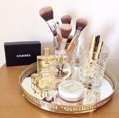 Makeup Mirror Model among Makeup Vanity Room Decor till Makeup Sale Makeup Vanity Case, Makeup Tray, Makeup Vanities, Makeup Brushes, Makeup Vanity Decor, Makeup Tables, Vanity Tables, Makeup Bord, Chanel Brushes