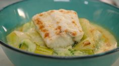 Gegratineerd vispannetje met schelvis | Dagelijkse kost Seafood Recipes, Cooking Recipes, Parmesan, Scampi, Fish Dishes, Fish And Seafood, Foodies, Cabbage, Easy Meals