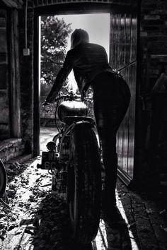 Oh yes... Moi bientôt!! J'ai hâte d'avoir le temps de faire de la moto ✌