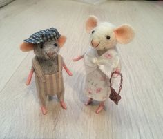 Needle felted mouse collectible fiber by BearytalesbyMireille