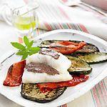 Bacalao glaseado con alioli de aceitunas negras y verduras asadas