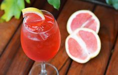 Drinks com Gin: Bloody Orange Spritz Gin, Spritz Drink, Good Food, Yummy Food, Blood Orange, Summer Drinks, Bartender, Grapefruit, Food Videos