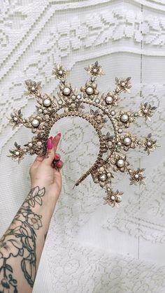 Boho Wedding Flowers, Boho Wedding Hair, Flower Crown Wedding, Wedding Jewelry, Halo Headband, Wedding Hair Accessories, Jewelry Accessories, Boho Hairstyles, Hair Jewelry
