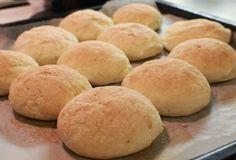Gluteenitonta leivontaa: Vaaleat sämpylät Savoury Baking, Gluten Free Baking, Wine Recipes, Food And Drink, Bread, Desserts, Hamburger, Foodies, Life