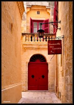 The Silent City - Mdina - Malta Cursos de Idioma Inglés en Malta CAUX InterCultural Desde 2 semanas. Programas de 20, 25 y 30 lecciones semanales. Para más información escribenos a intercultural@cauxig.com