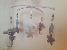 Troetels en zo: GRATIS HAAKPATROON MUZIEKMOBIEL ZEEPAARDJES, #haken, baby, kraamcadeau Diy Crochet Toys, Crochet Gratis, Crochet Fabric, Crochet Projects, Free Crochet, Handmade Baby, Handmade Crafts, Diy Crafts, Baby Girl Crochet