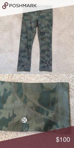 Lulu lemon cropped leggings Worn 3 times. Great condition lululemon athletica Pants Leggings