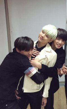 Yoongi is smiling:) probably cause jungkook is giving him a back hug & hoseok a hug V E Jhope, Bts Selca, Bts Bangtan Boy, Yoongi Bts, Jung Hoseok, Foto Bts, Namjin, Btob, Jikook