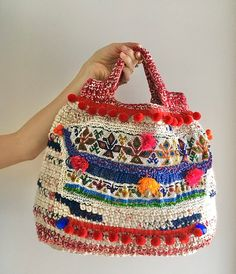 Made from crochet cotton, webbing and wool. Beaded decorations, lace and pon pon webbing, hand-sewn. Crochet Handbags, Crochet Purses, My Bags, Purses And Bags, Diy Crochet And Knitting, Loom Knitting, Granny Square Bag, Big Handbags, Art Bag