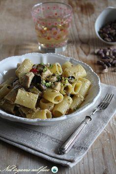 Pasta con spada e #melanzane, on #ricotta e #pistacchi. Un #primopiatto che fa…