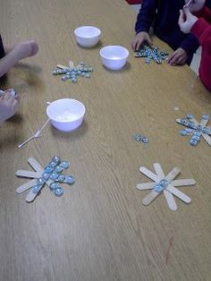Fun in Holiday Customs & Belated Friday Freebies snowflake craft Christmas Crafts For Kids, Craft Stick Crafts, Christmas Projects, Holiday Crafts, Holiday Fun, Fun Crafts, Craft Sticks, Popsicle Sticks, Winter Fun