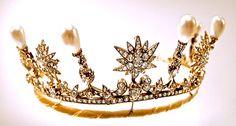 Queen Ingrid of Denmark's Star and Pearl Tiara, Germany (pearls, diamonds). Inherited by Princess Benedikte of Denmark and Sayn-Wittgenstein-Berleburg.