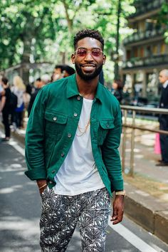 Street looks at the Spring-Summer 2017 Men& Fashion Week in Milan - Street style - Street Style Outfits, Look Street Style, Street Looks, Fashion Week Hommes, La Fashion Week, Fashion Weeks, Men Street, Street Wear, Look Hip Hop