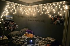 The lights on this makes it so cozy with the bed against the wall :O