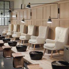 49 Impressive Small Beautiful Salon Room Design Ideas – Beauty World Nail Salon Design, Nail Salon Decor, Beauty Salon Decor, Beauty Salon Design, Salon Nails, Beauty Salons, Makeup Salon, Beauty Makeup, Spa Interior Design