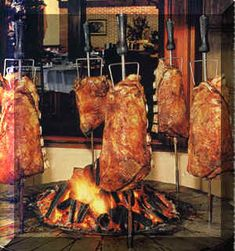 This is how Brazilian people do barbeque Braai Recipes, Beef Recipes, Brazilian Bbq, Brazilian People, Smoking Cooking, Bbq Spit, Brazil Food, Bacon Dishes, Barbecue Design