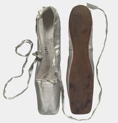 pointe shoes worn by Marie Taglioni, 1829 (Coll. Taglioni, NMI, Den Haag)