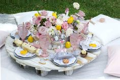 This Easter, why not host a kids picnic party?! Such an easy and effective idea that you can implement in your own backyard!