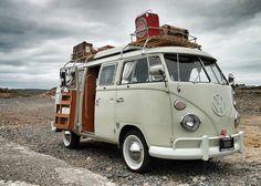 10 Models of Volkswagen Vans That are Suitable for Camping and Photo Taking - Camper Life Vw Camper Bus, Vw Caravan, Kombi Motorhome, Vw Bus T1, Campers, Mini Camper, Camper Life, Volkswagen Transporter, Transporteur Volkswagen