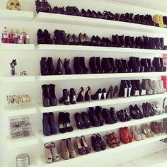 Closet shoe shelvi g