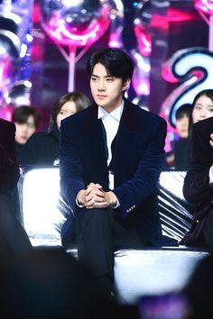 171202 Cr. Twitter @iridescent_boy | Melon Music Awards 2017 (Korea) #sehun