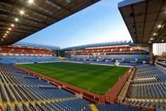 Villa Park, Birmingham, Inglaterra. Capacidad 43.000 espectadores, Equipo local Aston Villa. Vista Nocturna.