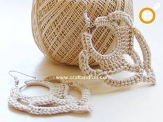 tutorial Orecchini a Cerchio - not in English, but enough pictures to understand what to do. Diy Earrings Crochet, Crochet Jewelry Patterns, Crochet Diy, Crochet Motifs, Thread Crochet, Love Crochet, Crochet Accessories, Crochet Crafts, Yarn Crafts