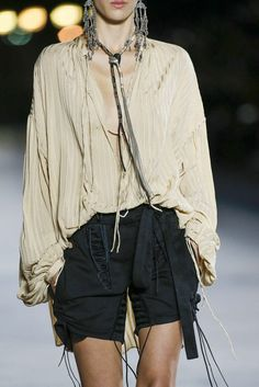 Trendy Beachwear for the Summer See the full Spring 2018 collection from Saint Laurent. Discovred by : Azza Shesheny Fashion Week, Look Fashion, Street Fashion, New Fashion, Trendy Fashion, High Fashion, Fashion Show, Fashion Outfits, Fashion Design