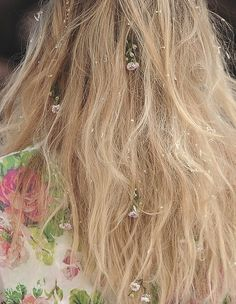 wink-smile-pout: Floral hairs at Alexis Mabile Spring 2012