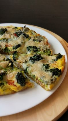 Tartă cu broccoli, bacon și gorgonzola. Quiche, Healthy Cooking, Cooking Recipes, Food Platters, Vegetable Pizza, Family Meals, Bacon, Veggies, Food And Drink