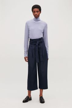 919335b6c7fc Model front image of Cos wool trousers with pleated waist in blue