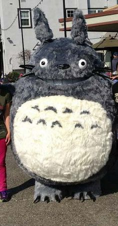 Step by Step photos of progress of making a Totoro Costume. Great for reference! Cool Costumes, Cosplay Costumes, Cosplay Ideas, Costume Ideas, Totoro Costume, Studio Ghibli Movies, Castle In The Sky, Cosplay Tutorial, Howls Moving Castle