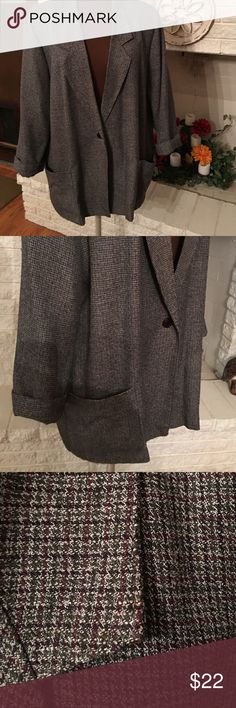 """Tweed Ladies Jacket This is a great 👍 jacket to wear in the fall.  Can be wore a multitude of ways with jeans, dress, skirts, 👖 slacks.  With a nice blouse under it; it can't be beat for an eye catcher. Like new condition.  Also has large side pockets. 31"""" long, Sleeves are 24"""" ( I wore them cuffed up) Briggs New York Jackets & Coats Blazers"""