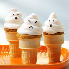 Ghostly Cupcake Cones Recipe -Top peanut buttery cupcakes with your favorite frosting and spirited faces to make a fright of ghostly treats. They'll vanish into thin air before you know it! —Taste of Home Test Kitchen, Milwaukee, Wisconsin Muffins Halloween, Halloween Treats To Make, Easy Halloween, Halloween Foods, Halloween Party, Halloween Inspo, Halloween Desserts, Diabetic Friendly Desserts, Diabetic Recipes
