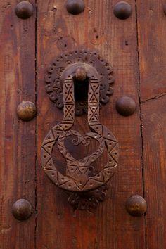 Door Knocker by como_un_pez_en_el_agua Door Knobs And Knockers, Knobs And Handles, Door Handles, Cool Doors, Unique Doors, Door Detail, Door Accessories, Door Furniture, Door Locks