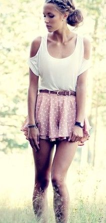 Summer style. I think the skirt needs to be longer, but other than that I would definitely wear this outfit!