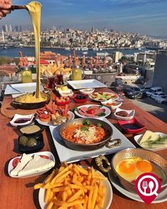 Great Breakfast Ideas, Breakfast Buffet, Breakfast In Bed, Breakfast Presentation, Food Presentation, Turkish Breakfast, Couple Cooking, Food Garnishes, Iranian Food