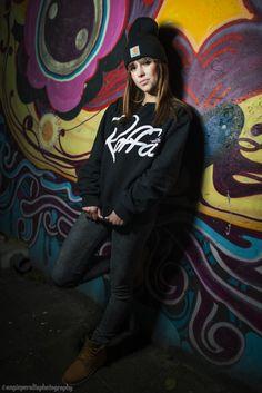 #portret #fotografie #fotovakschool #rotterdam #nederland #graffiti #street #straat #hiphop #meisje #dancer #model #photography Angie Peralta Photography© Outdoor Fashion, Dance Recital, Photography Portraits, Hiphop, Picture Ideas, Jasmine, Graffiti, Dancer, Swag