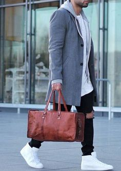 hit the gym after work // urban men // gym bag // gym day // casual Monday…