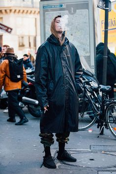 Fashion Week homme Street looks Paris automne hiver 2016 2017 Summer Fashion Trends, Fashion 2018, Spring Fashion, Cheap Mens Fashion, Best Mens Fashion, Nail Jewelry, 80s Outfit, Men Style Tips, Fashion Rings