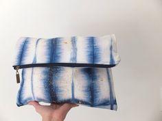 Clutch / Fold over clutch / Shibori clutch / Hand dyed clutch / Carry all pouch / Batik - Tie Dye - Shibori / OOAK clutch via Etsy Diy Tie Dye Techniques, Fabric Dyeing Techniques, Shibori Fabric, Shibori Tie Dye, Textile Dyeing, Sewing To Sell, Batik, Boho Bags, Tye Dye