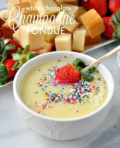 This White Chocolate Champagne Fondue is the perfect dessert for Christmas parties, New Year's Eve gatherings, or any other special celebration! Dessert Simple, Cake Ingredients, Homemade Tacos, Homemade Taco Seasoning, Chocolate Blanco, White Chocolate Chips, Chocolate Recipes, Chocolate Fondue