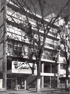 Edificio de apartamentos, Insurgentes Sur 533, México, DF 1952    Arq. Juan Sordo Madaleno    Fotos: Guillermo Zamora -    Apartment building with offices on ground floor