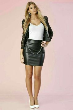 Black leather skirt chain belt white heels outfit - F. a/p - Mode für Frauen White Mini Skirts, Girls In Mini Skirts, Black Leather Skirts, Leather Dresses, Sexy Outfits, Skirt Outfits, White Heels Outfit, Leder Outfits, Leather Fashion