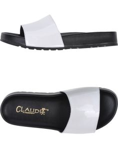 varnished effect, no appliqués, solid color, round toeline, rubber cleated sole.