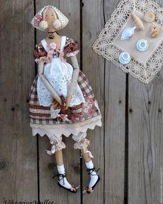 Tilda Doll | Купить кукла тильда ручной работы КРЕНДЕЛЁК))) - коричневый, розовый, кукла ручной работы Fabric Doll Pattern, Fabric Dolls, Doll Patterns, Handmade Soft Toys, Handmade Art, Doll Toys, Baby Dolls, Tilda Toy, Baby Sewing Projects